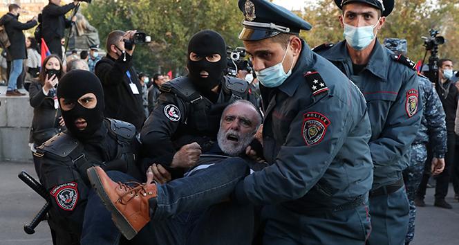 Ermenistan'da Paşinyan karşıtı gösterilerde arbede: 30 gözaltı