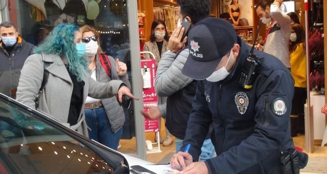 """Maske cezasından kaçmak istedi, polise """"Şov yapıyorsunuz"""" dedi"""