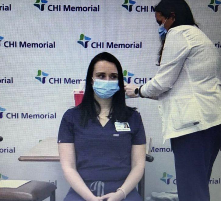 Koronavirüs aşısı olan hemşire kamera karşısında bayıldı
