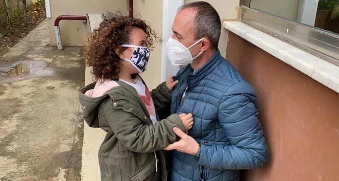 Türkiye'yi ağlatmıştı…Minik Ecem sağlıkçı babasına işte böyle kavuştu