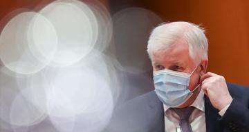Almanya İçişleri Bakanı Seehofer'den Mutasyonlu virüs uyarısı: 'Düpedüz aptallık olur'
