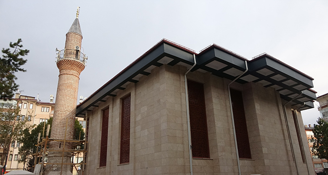 Cami 5 kez yıkıldı, minaresi 4 asırdır ayakta