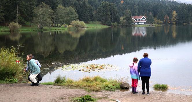 Sonbaharda tatilciler Gölcük'e akın etti