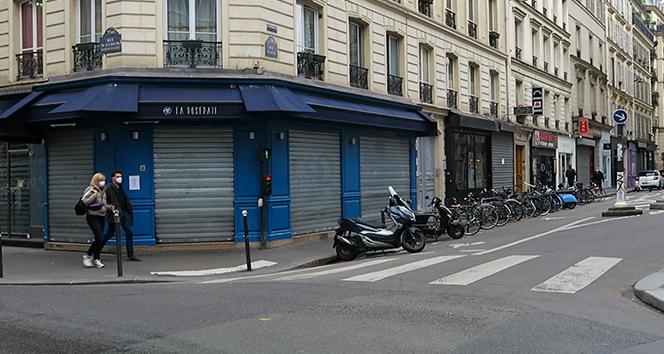 Fransa'da bu geceden itibaren kısmi sokağa çıkma yasağı uygulanacak