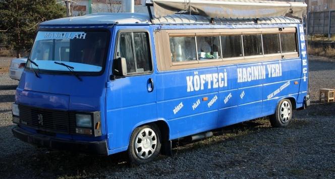 Kamyonunu sattı, karavan minibüs alıp köfteciye çevirdi