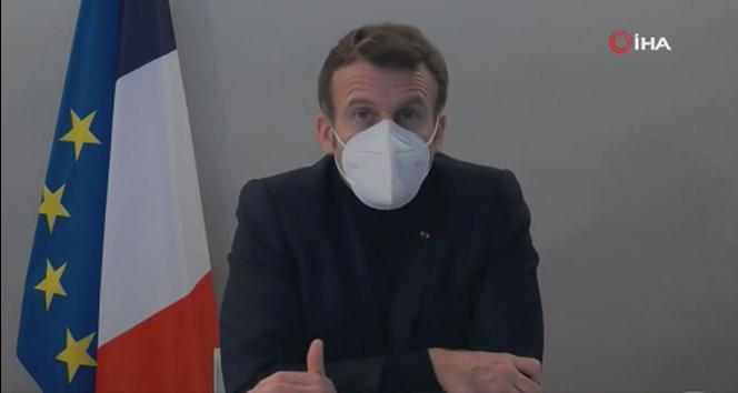 Macron Covid-19 testi pozitif çıktıktan sonra ilk kez görüntülendi