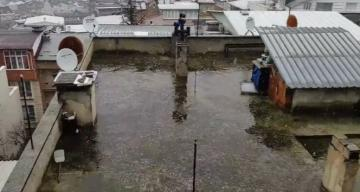 Bursa'da beklenen kar yağışı, şehir merkezinde başladı