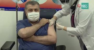 Sağlık Bakanı Koca, korona virüs aşısı oldu