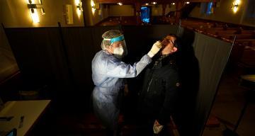 Almanya'da son 24 saatte Covid-19 nedeniyle 422 kişi öldü